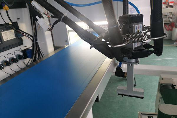 Parallel robot packing sorting and strapping machine